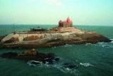 Вид с мыса Конорин на храм Вивекананды